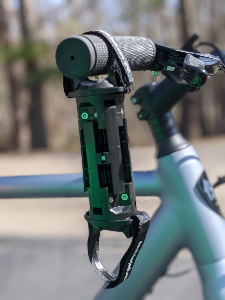 Handlebar Jack review, folding with magnets to hold them together